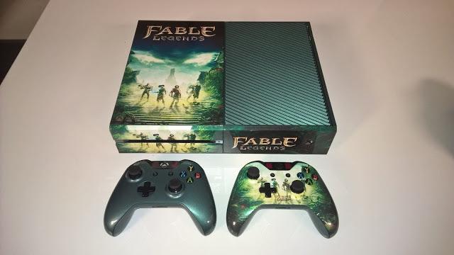 Распаковка коллекционных версий Xbox One в стиле Fable Legends