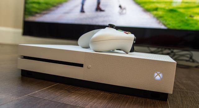 Третий месяц подряд Xbox One продается лучше Playstation 4