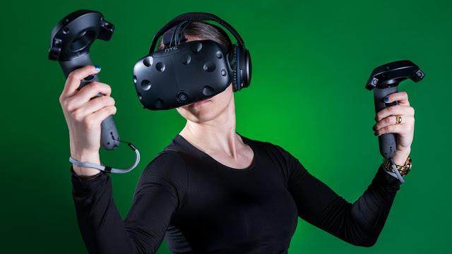 Фил Спенсер: VR – это крутая технология, но от проводов пора избавляться