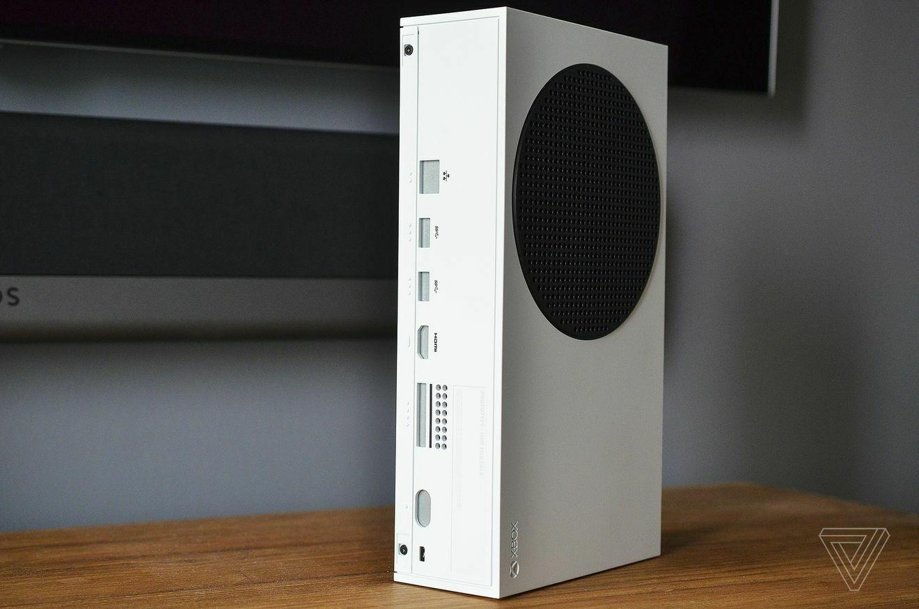 Как выглядит Xbox Series S в сравнении с другими приставками: реальные фото