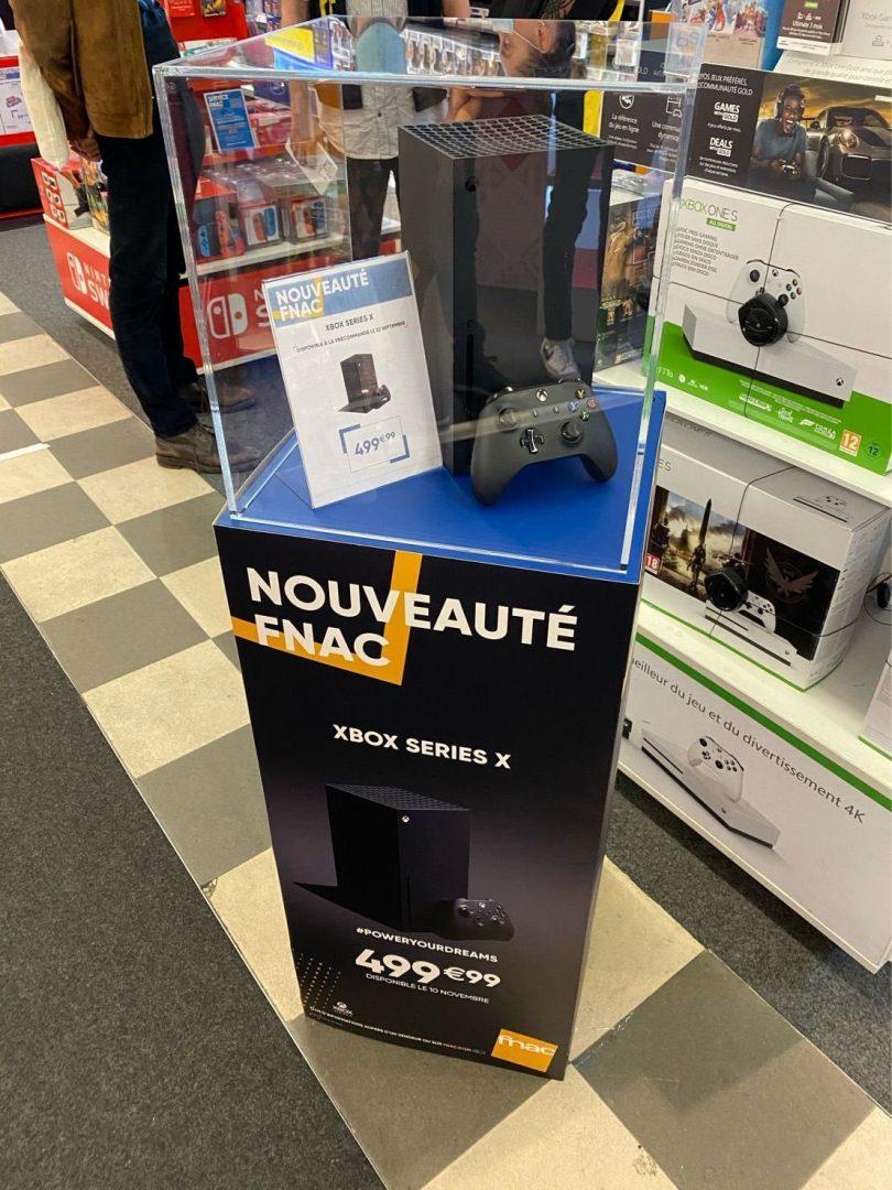 В некоторых торговых залах уже можно видеть Xbox Series X: появились фото