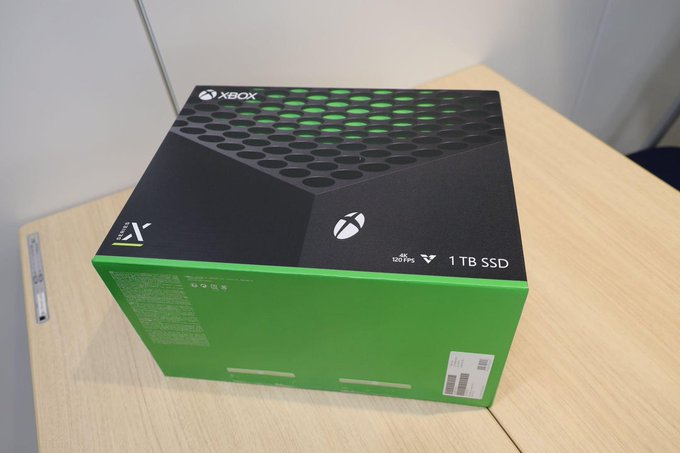 Как открывается коробка Xbox Series X и что ждет игроков внутри: фото