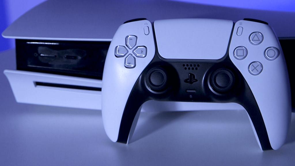 Фил Спенсер похвалил геймпад Playstation 5 и объяснил, почему контроллер Xbox почти не изменили