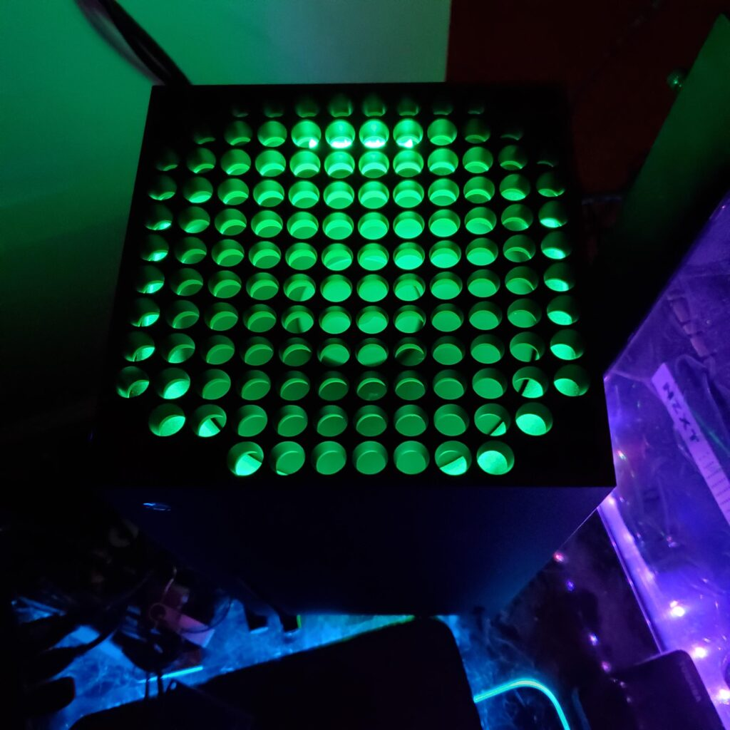Игрок кастомизировал Xbox Series X добавив подсветку