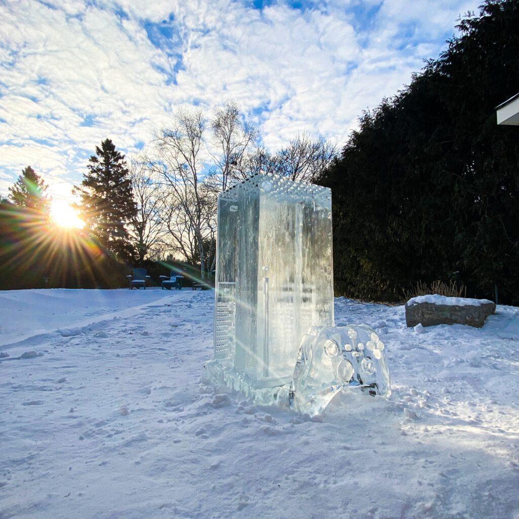 Как выглядит Xbox Series X, который сделали из льда