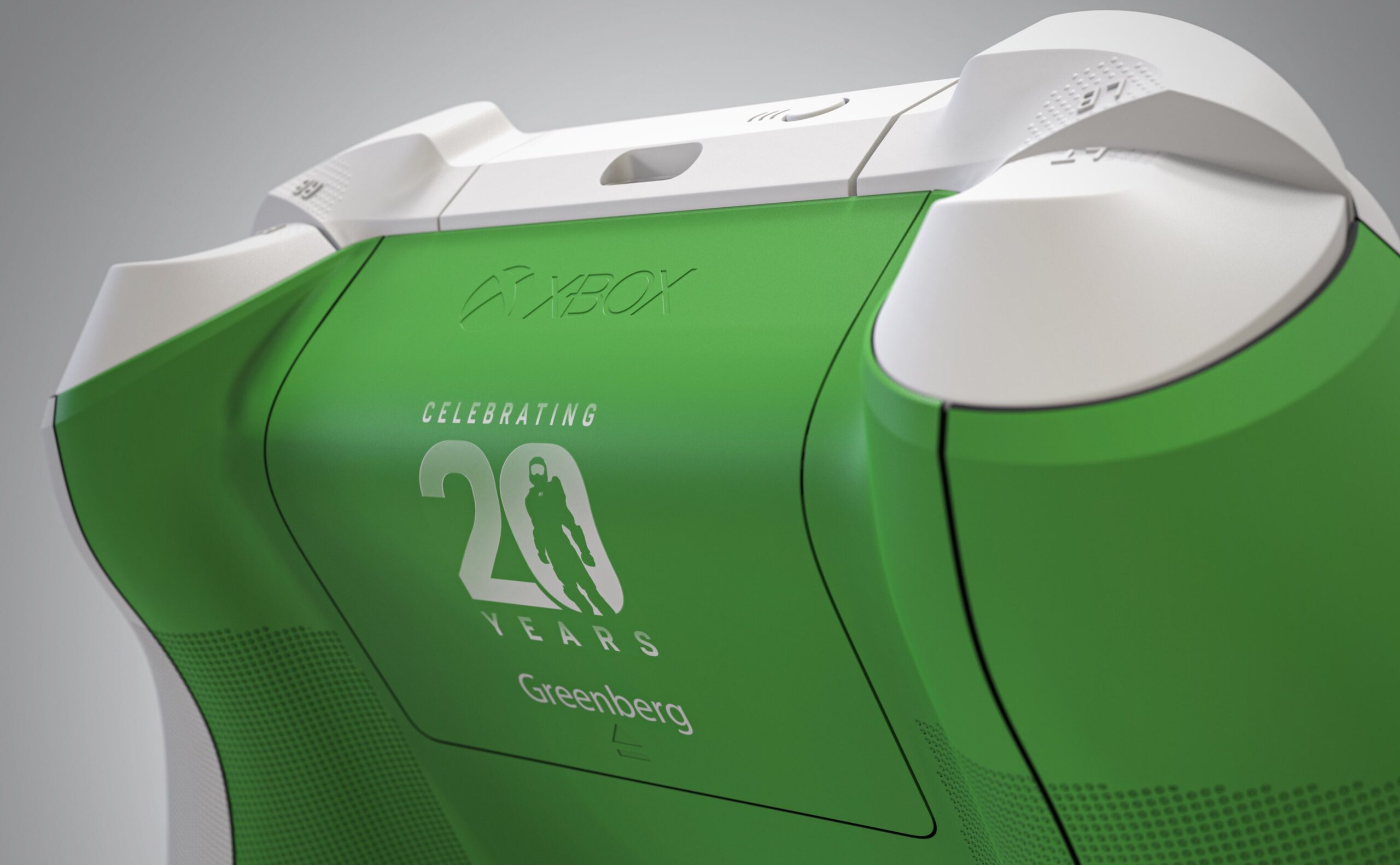 "Дизайнер Xbox Pope представил свой ""юбилейный"" геймпад Xbox"